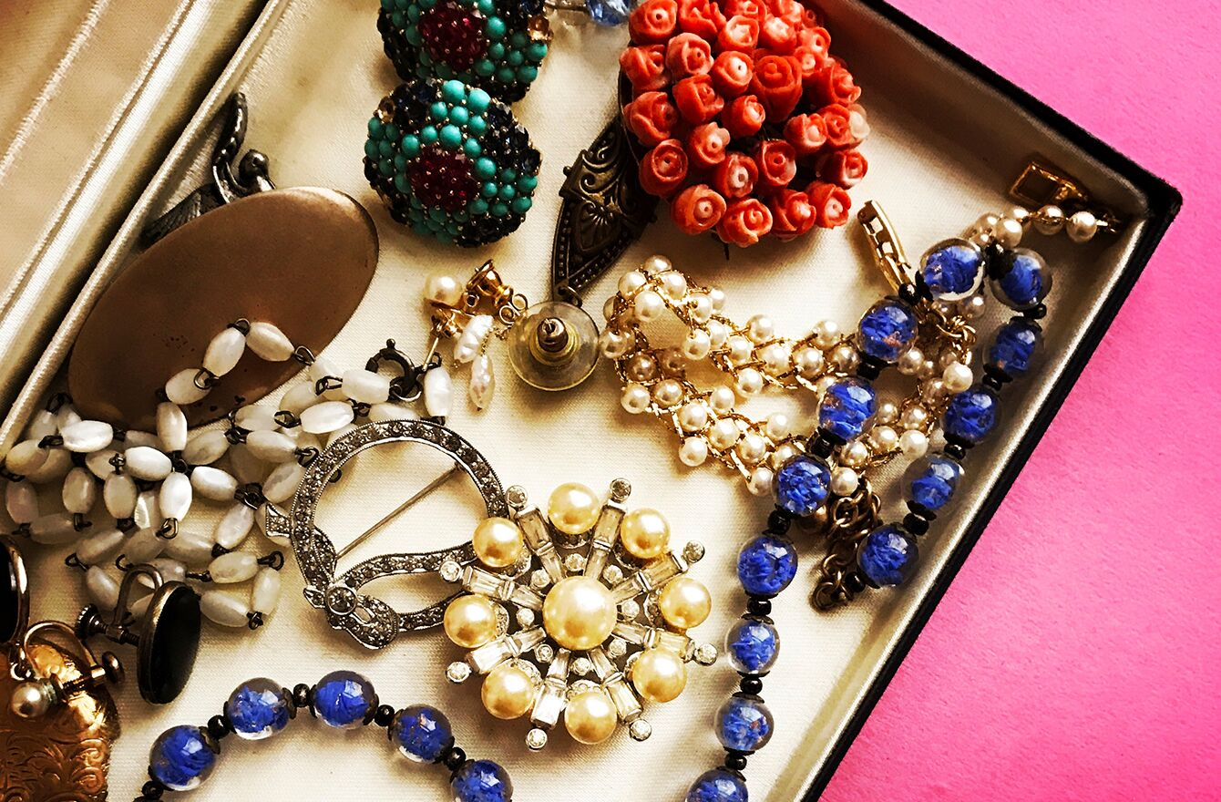 Vintage Jewelry: A Guide to Vintage Fashion