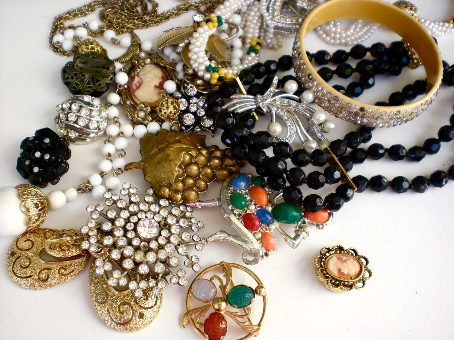 Prom Accessories and Jewelry – Tips to Make Your Prom Shine